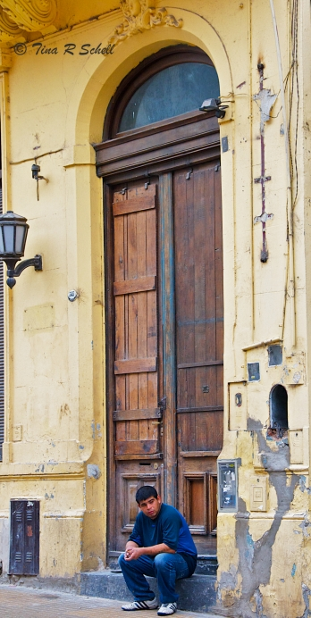 DOOR WITH A BOY, BUENOS AIRES, ARGENTINA