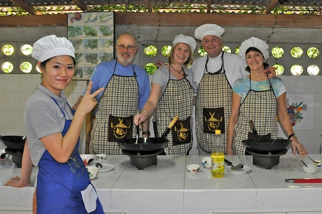 BOB, JANE, BAILEY AND TINA; COOKING SCHOOL, CHIANG MAI, THAILAND