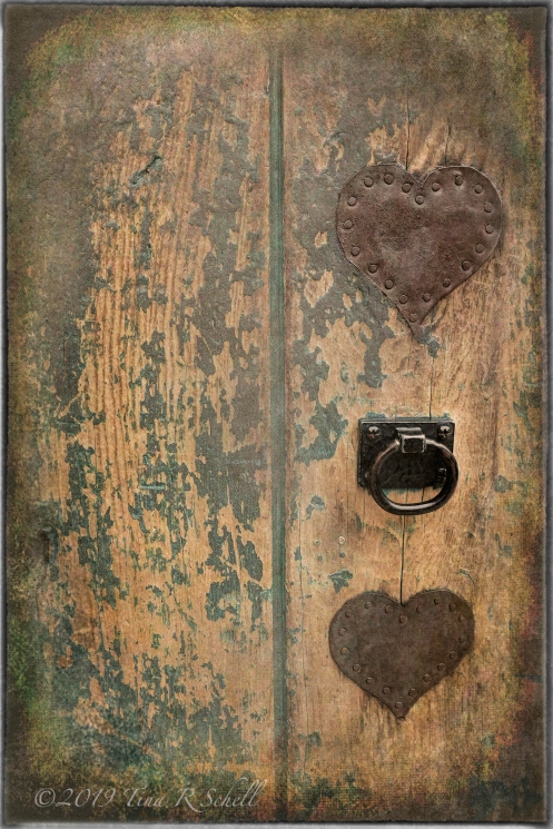 Doorknob, hearts, worn