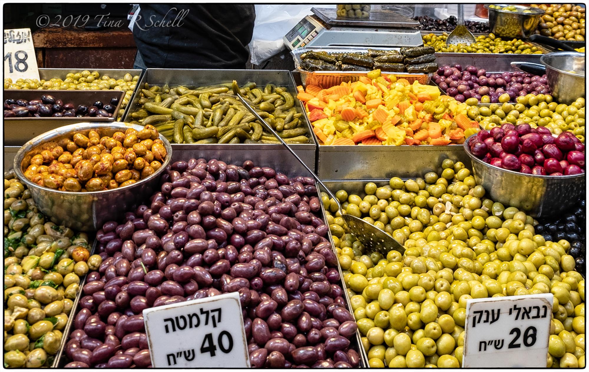 OLIVES DISPLAYED IN ISRAELI FARMERS MARKET