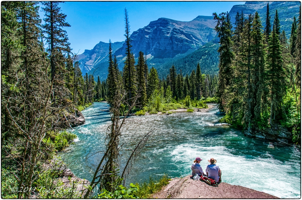 2 hikers viewing a river