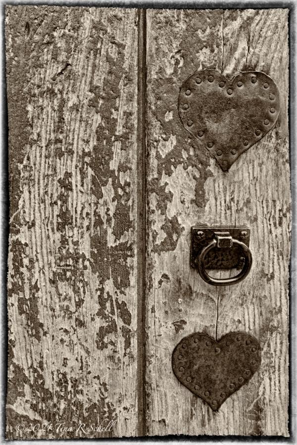 Hearts, decrepit, old, door